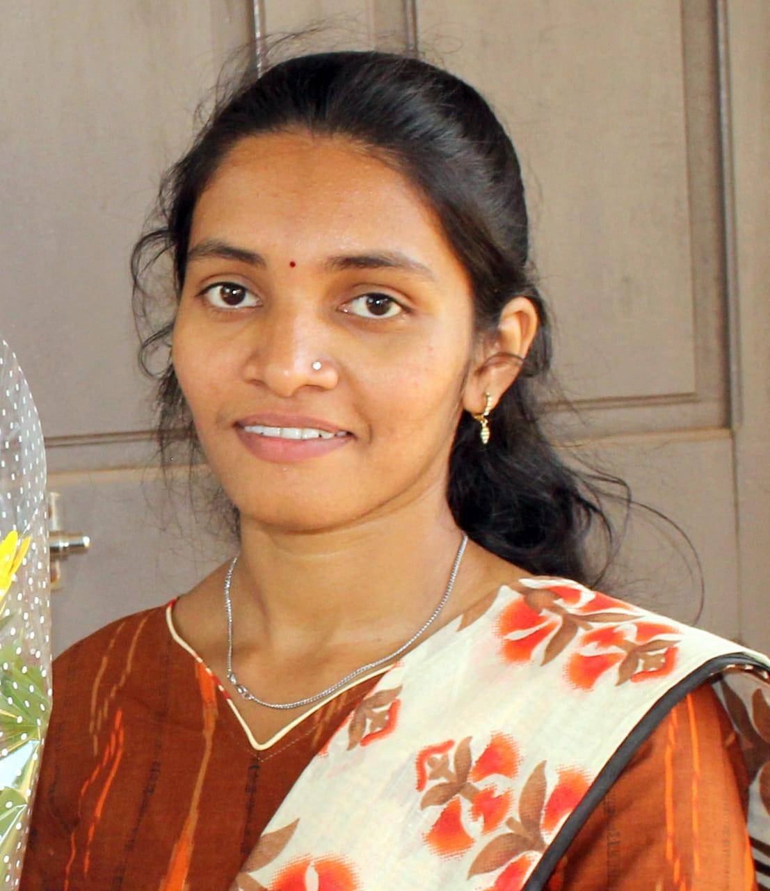वेतोरेची मुकबधीर कन्या पूजा धुरी पेंटींगमध्ये महाराष्ट्रात प्रथम